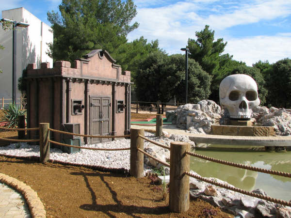 Sceneworks, pirates, pirate ship, miniature golf attraction, themed